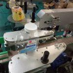 दुई साईड स्क्वायर बोतल स्टिकर लेबलि Machine मेशीन व्यक्तिगत देखभाल उत्पादनहरूका लागि